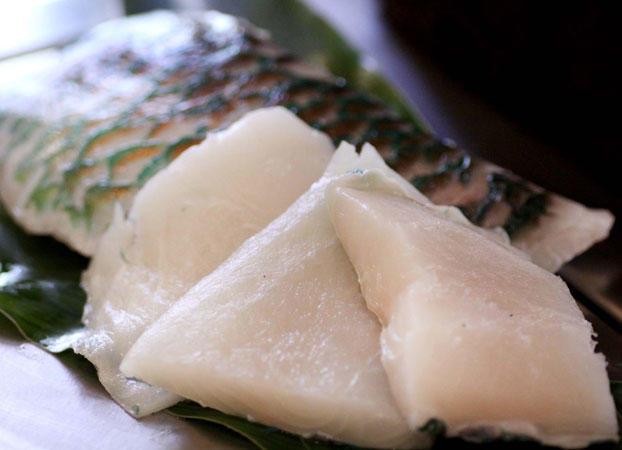 沖縄近海魚(切り身)の鉄板焼 きのこソース